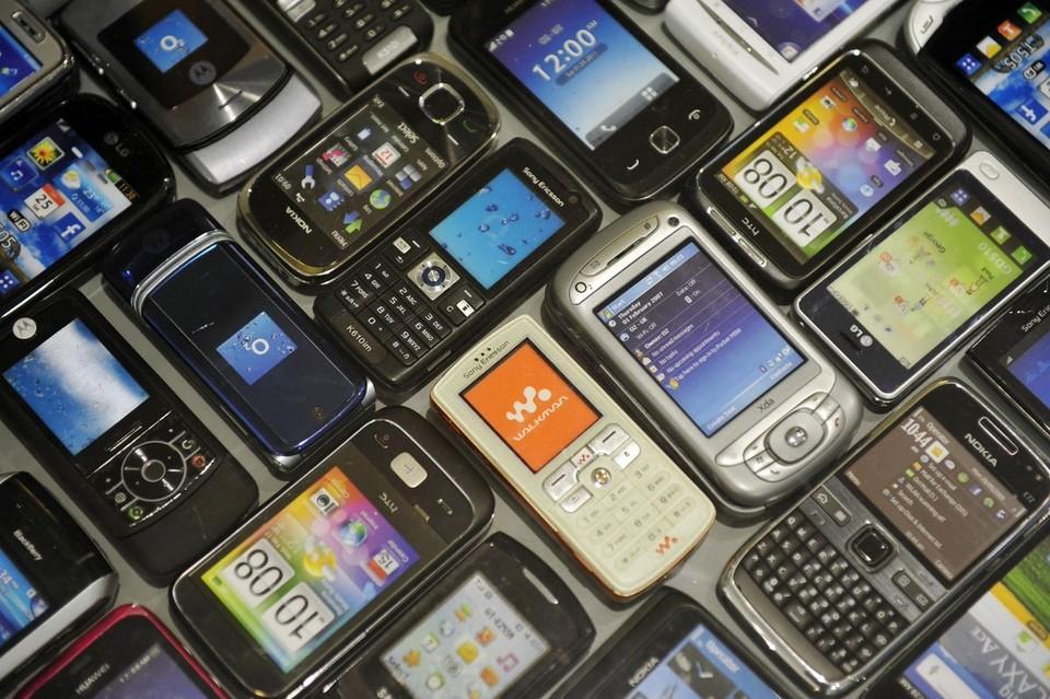 Рязанцы избавляются от старых телефонов.