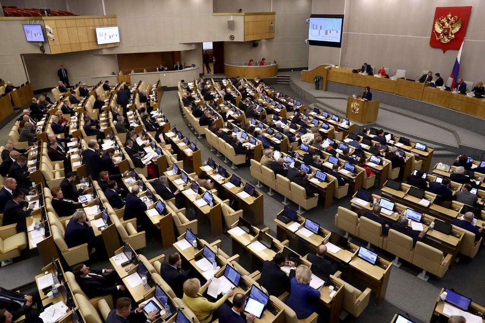 На заседании в четверг Госдума приняла в третьем чтении сразу несколько важных законов. Фото: Сергей Фадеичев/ТАСС