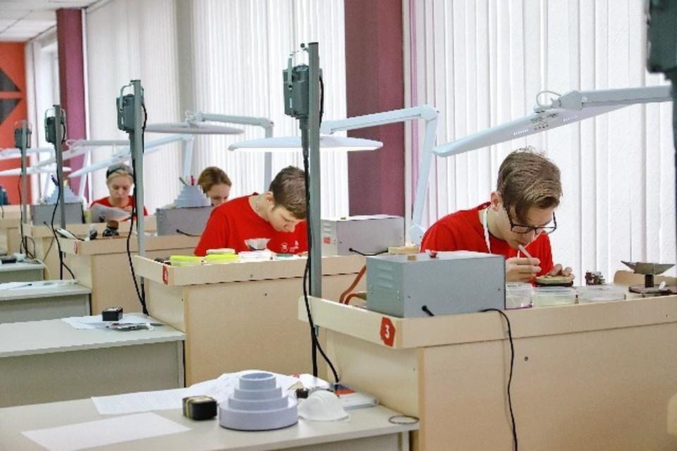 Студенты за работой Фото: пресс-служба СФУ