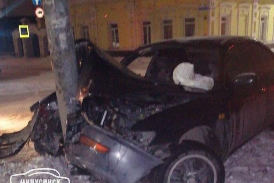 «Toyota» протаранила столб Фото: «Минусинск автоканал»