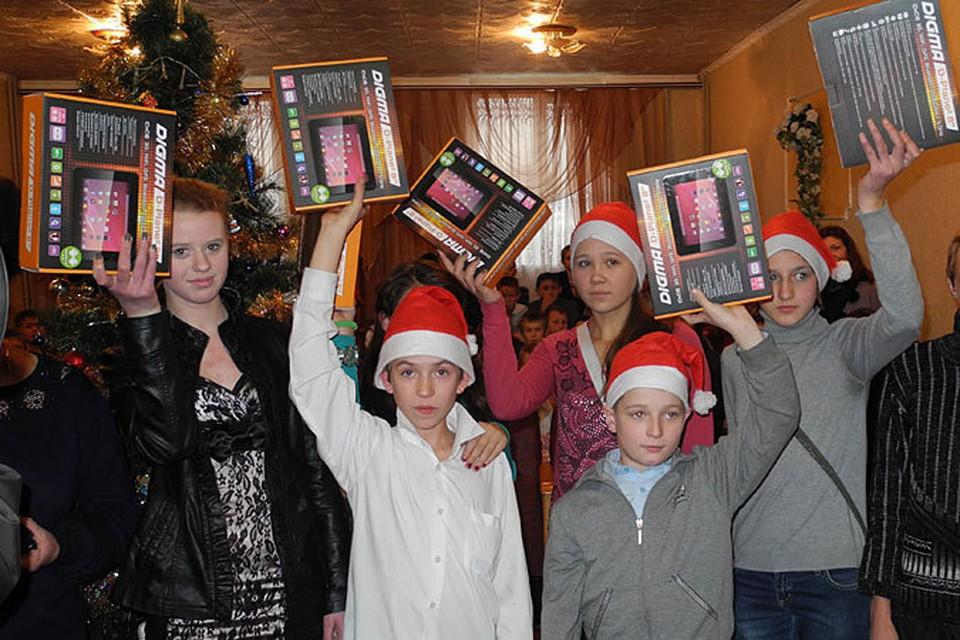 Чем опасны подарки под Новый год детям из детских домов
