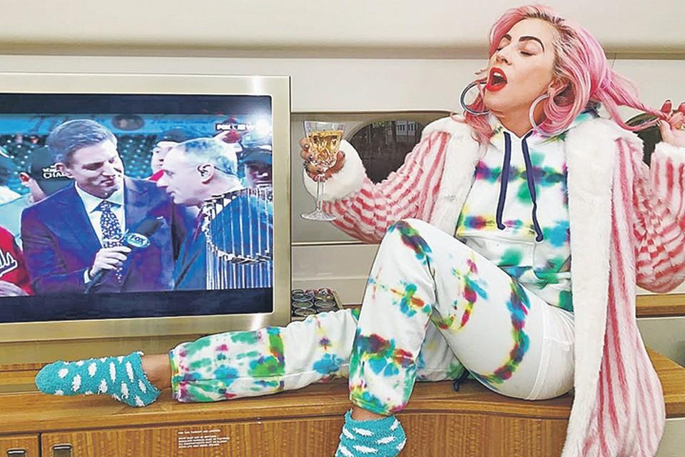 Леди Гага готова к домашней вечерике. Фото: instagram.com/ladygaga
