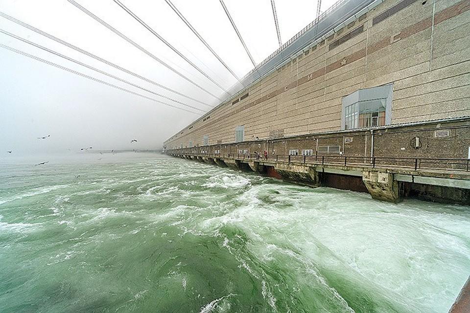 На Иркутской ГЭС начали масштабную модернизацию - полную замену гидроагрегатов. Фото: архив компании
