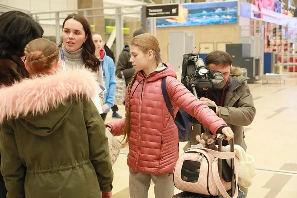 Александра Трусова в аэропорту Красноярска. На льду мы увидим ее 27 декабря.