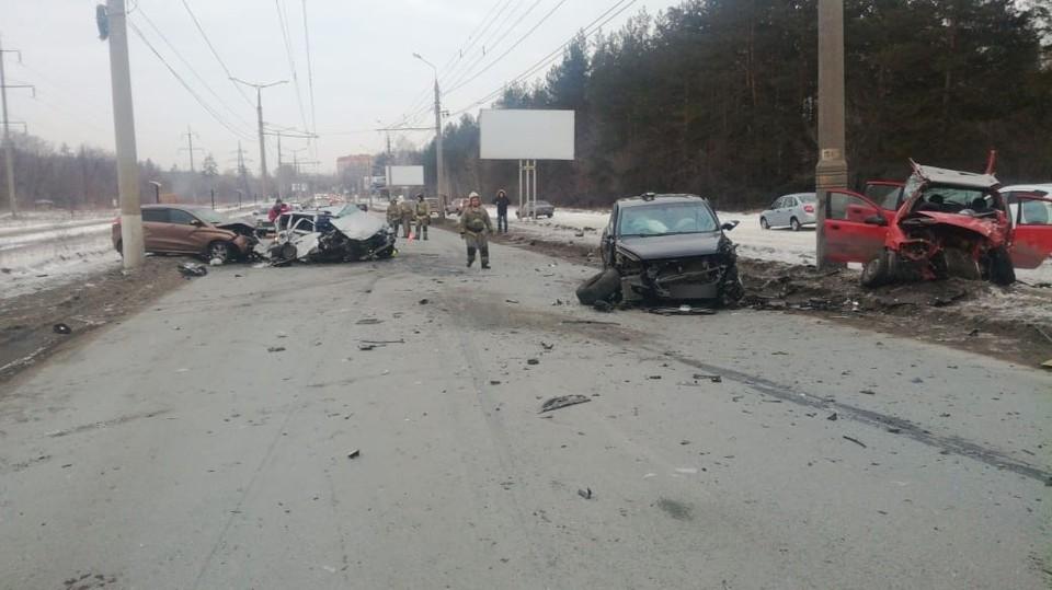 Машины разбились буквально всмятку. Фото: Паблик Тольятти