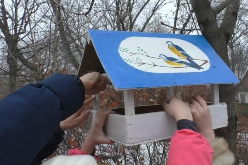 Специалисты ландшафтного парка «Зуевский» проводят экологическую акцию. Фото: Госкомэкополитики при Главе ДНР