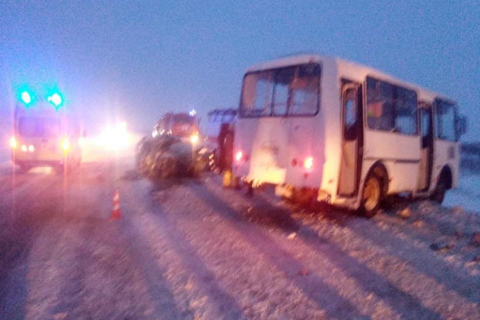 Иномарка протаранила маршрутку под Нижним Новгородом: Два человека погибли.