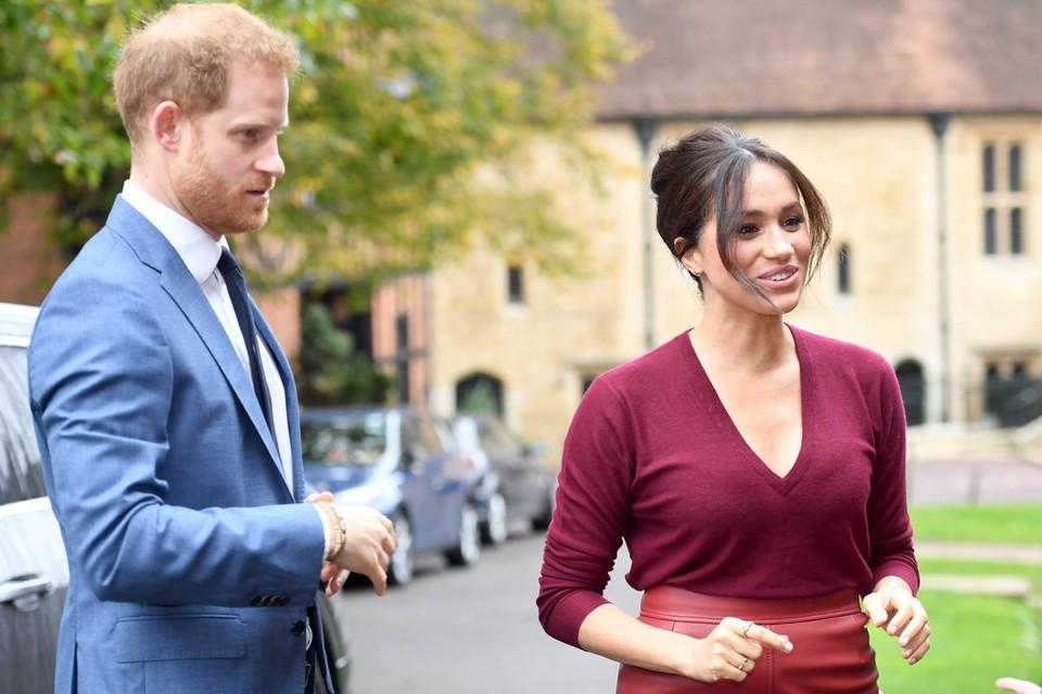 Принц Гарри с Меган Маркл объявили о сложении с себя полномочий членов королевской семьи.