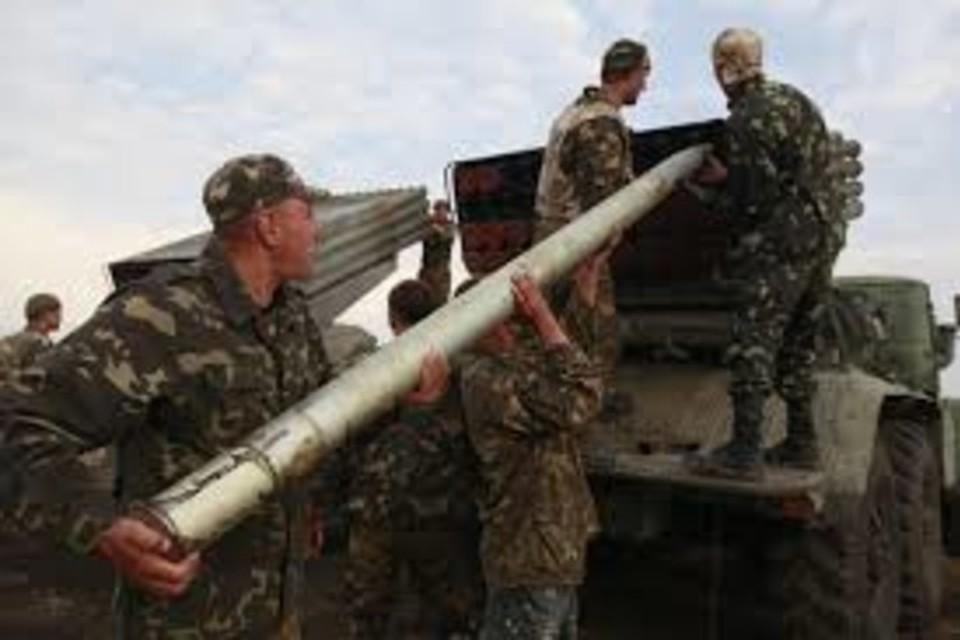 ВСУ продолжают размещать тяжелое вооружение в населенных пунктах вблизи линии боевого соприкосновения. Фото: novorosinform.org