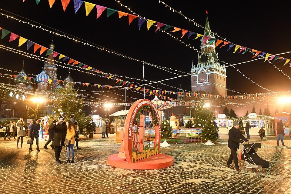 Половину россиян устраивают длинные январские праздники