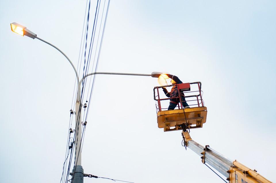 Уже в январе ярославские энергетики заменили порядка 200 ламп на новые и отремонтировали более 80 светильников в разных районах областного центра, устранили выявленные дефекты на линиях электропередачи