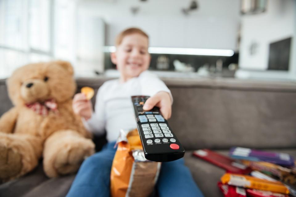Роспотребнадзор выпустил памятку для родителей о том, как детям можно смотреть телевизор