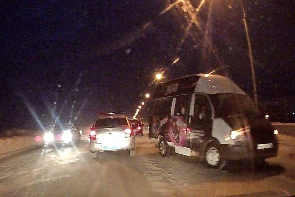 В микроавтобусе были пассажиры.