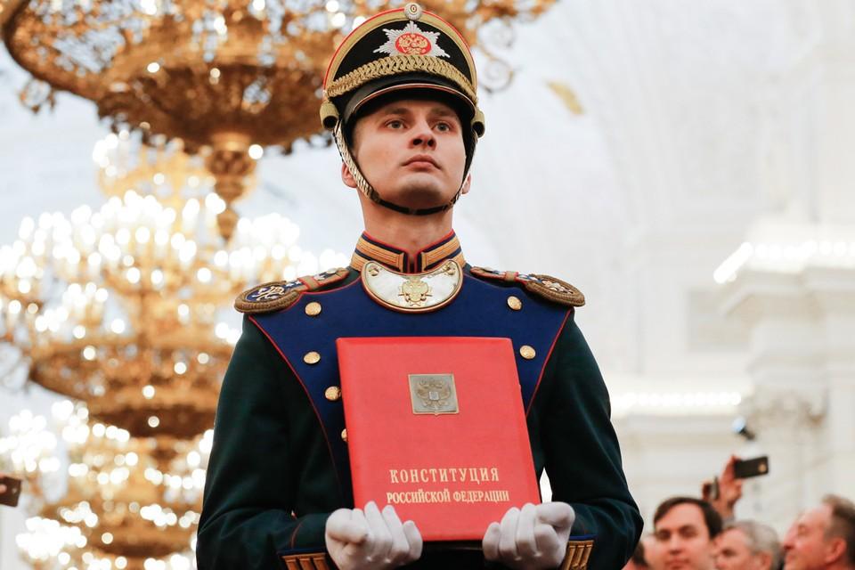 В Москве продолжается работа по подготовке предложений о внесении поправок в Конституцию России. Фото: Александр Земляниченко/ТАСС