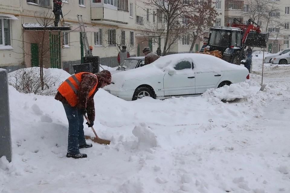 Пермяки жалуются на заснеженные дворы и улицы.