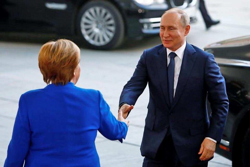 Президент России Владимир путин прибыл на саммит по Ливии в Берлине.