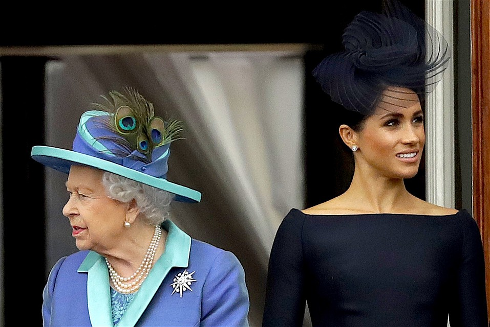 Меган Маркл обязали вернуть Елизавете II подаренные украшения