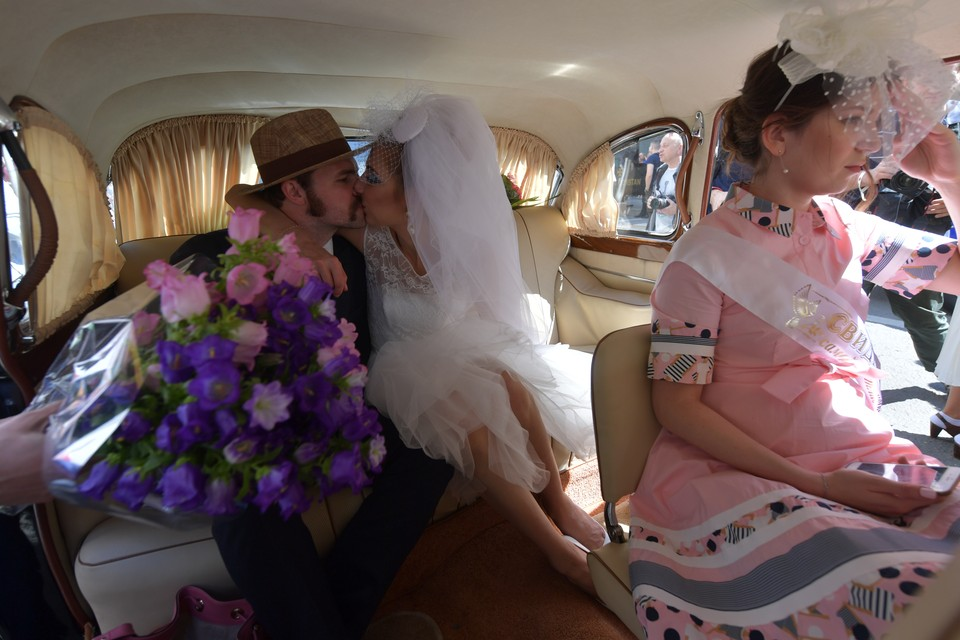 Часто молодожены хотят тематические свадьбы. Это можно, но только под марш Мендельсона!