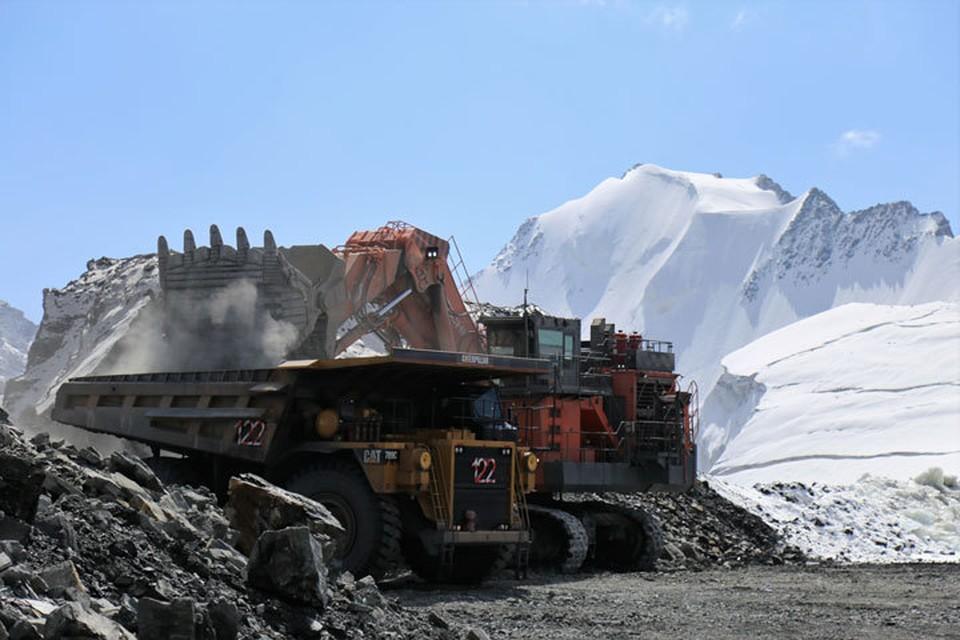 На Кумторе возобновились открытые горные работы.