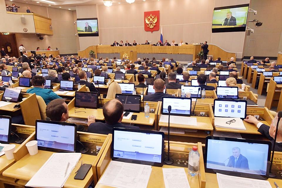 Принятые российским парламентом поправки в Конституцию не означают ни самороспуска Государственной Думы, ни досрочного прекращения ею своих полномочий