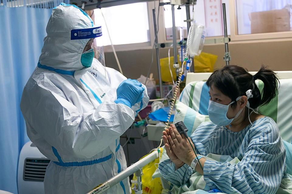 Китайские врачи тестируют около 30 лекарств