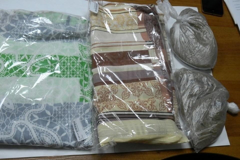 Жительнице Железногорска вместо итальянских штор прислали мешки с песком. Фото: пресс-служба полиции