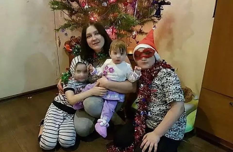 Семья Снегур полюбила маленькую Софи (по центру на руках) как родную.