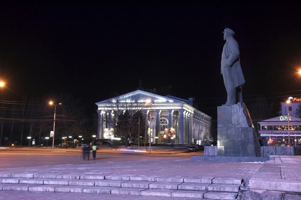 С весны 2014 года жители Донецка не могут выйти из дома вечером. Фото: https://v-variant.com.