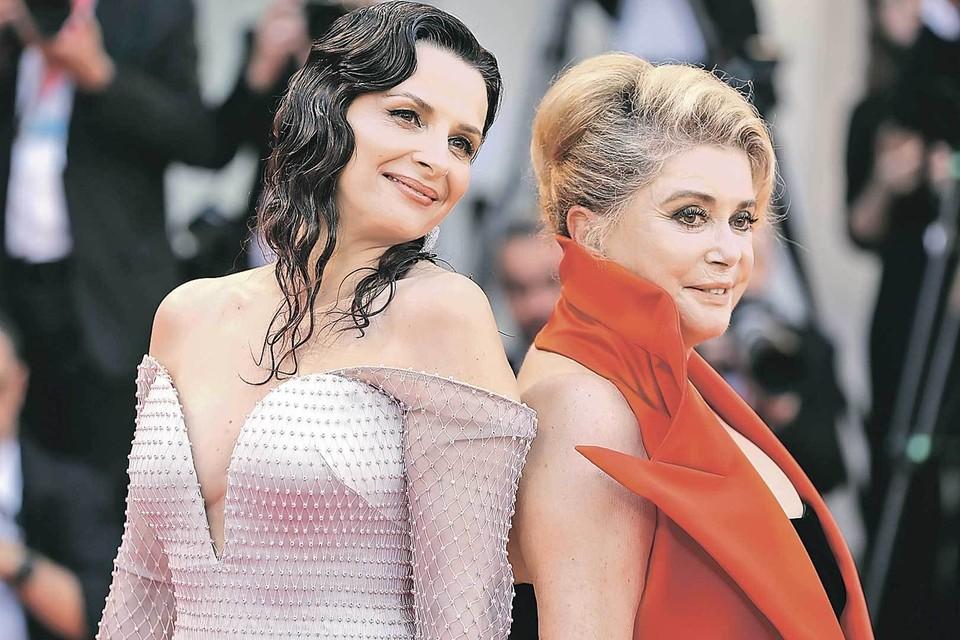 Жюльетт Бинош (на фото - слева) сыграла дочку Катрин Денев (справа).