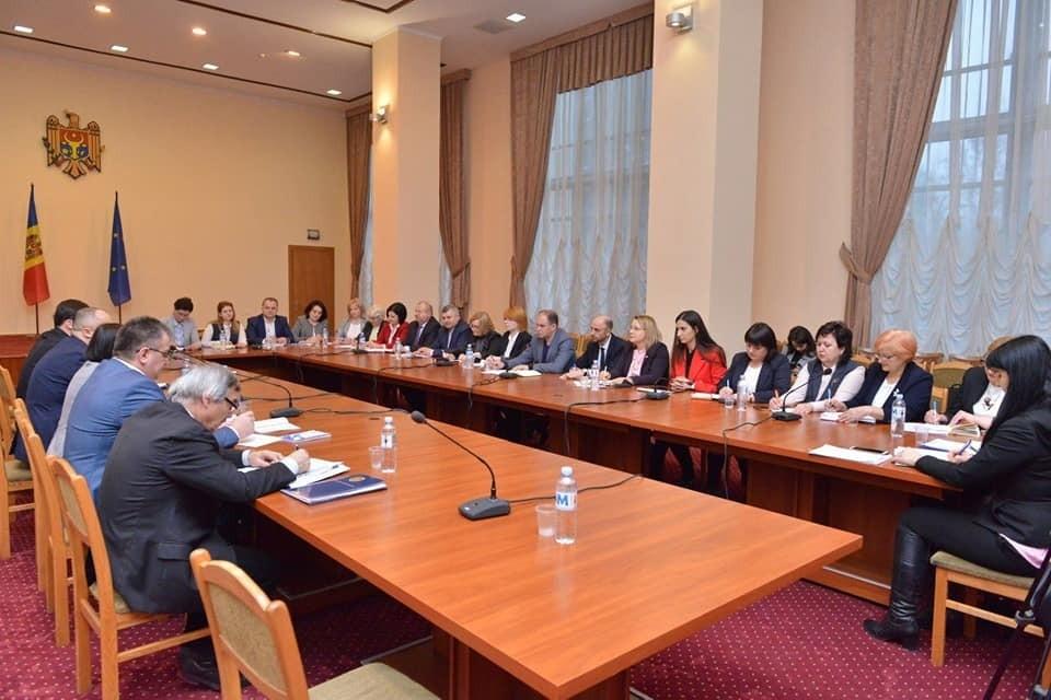 Ион Чебан на встрече с главой министерства образования Корнелиу Поповичем. Фото aif.md