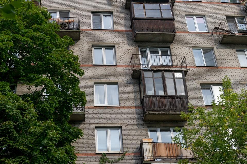 В Петербурге предлагают не штрафовать за незаконно остекленные много лет назад балконы.