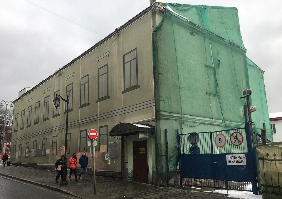Заброшенное здание Некрасовской библиотеки на Тверском бульваре.