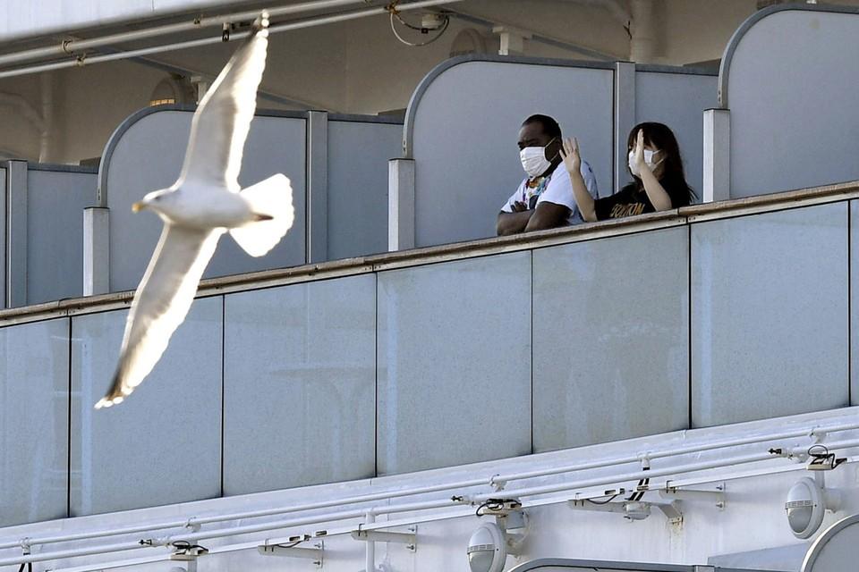 Пассажиры круизного морского лайнера Diamond Princess.