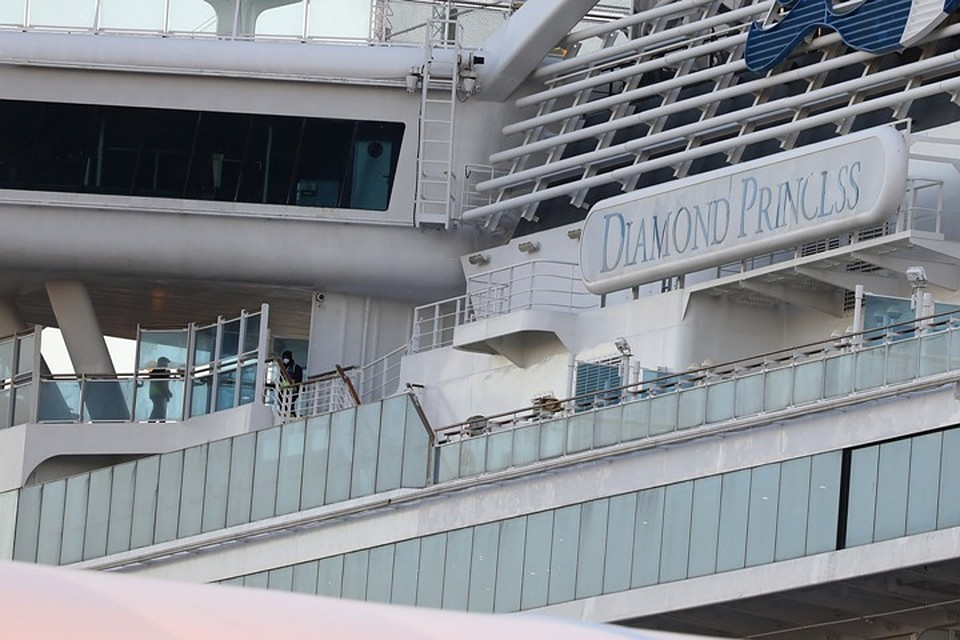 Круизный лайнер Diamond Princess в японском порту Йокогама