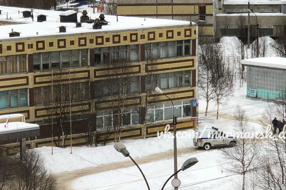 Тело женщины нашли у школы №31 Мурманска. Фото: vk.com/murmansk_dtp