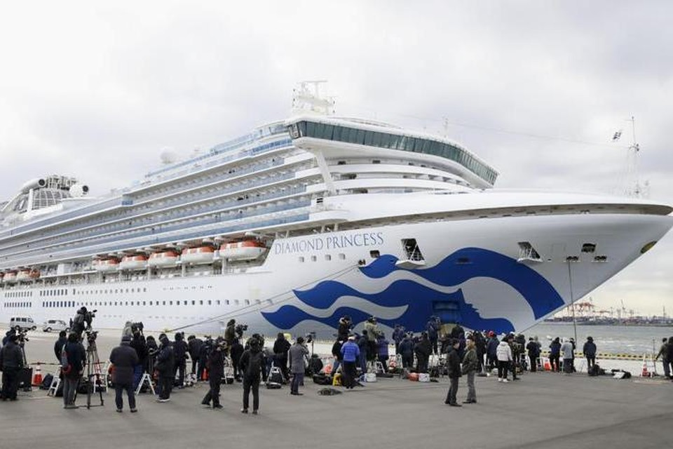 Круизный лайнер Diamond Princess стоит на карантине у японского порта Йокогама с 5 февраля