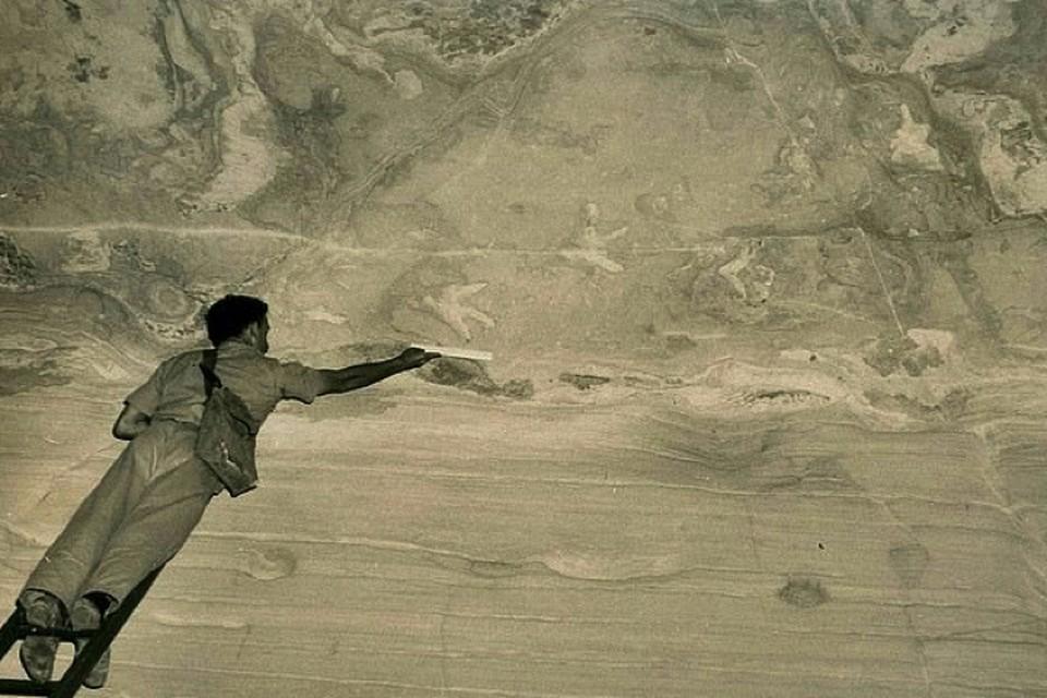 Следы, обнаруженные на потолке австралийской пещеры: снимок 1952 года.