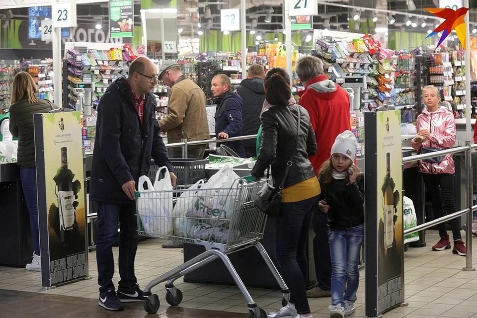В гомельских магазинах бумажные пакеты продают в два раза дороже полиэтиленовых
