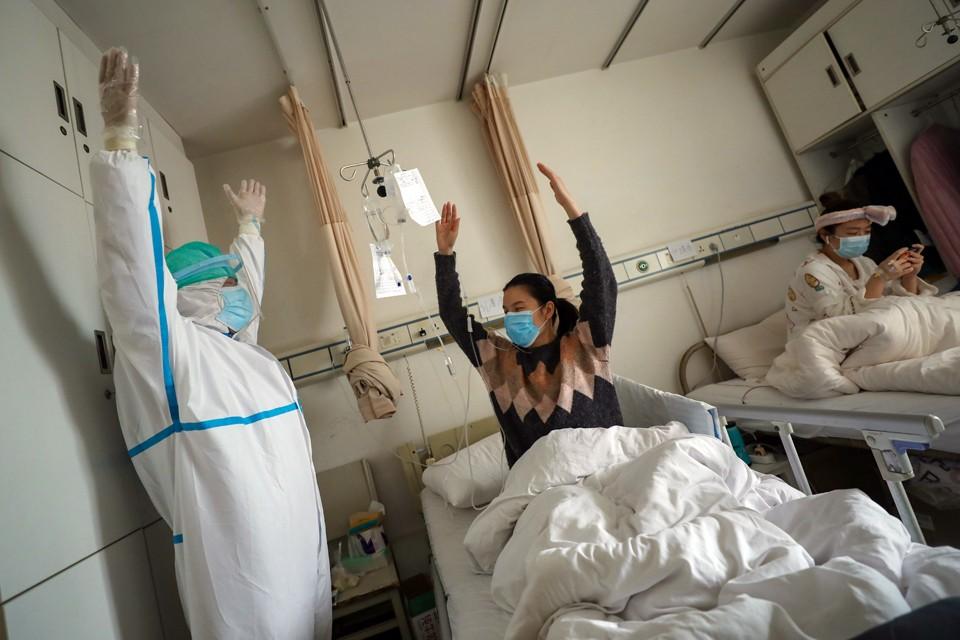 Эпидемия пойдёт на спад – но наверняка вирус вернётся через год или два в ином обличьи