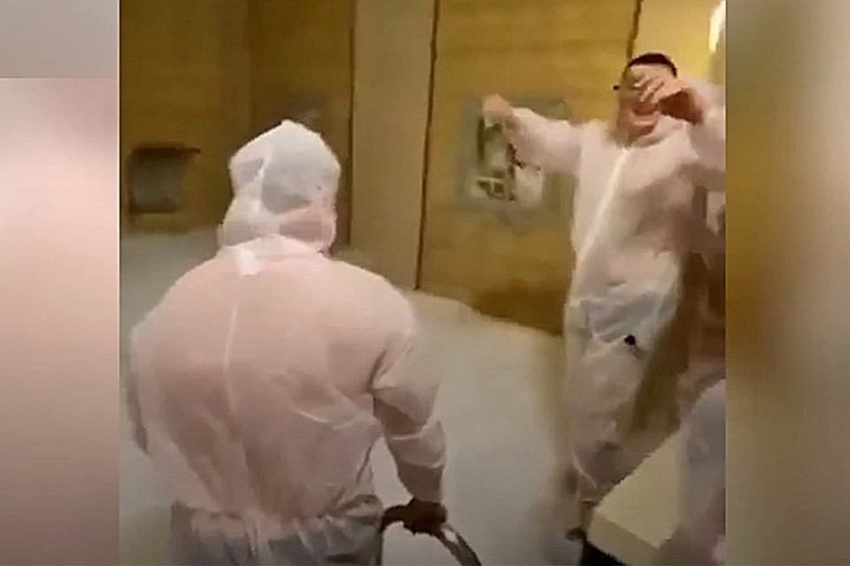 На вечеринке несколько человек отравились парами углекислоты от сухого льда.