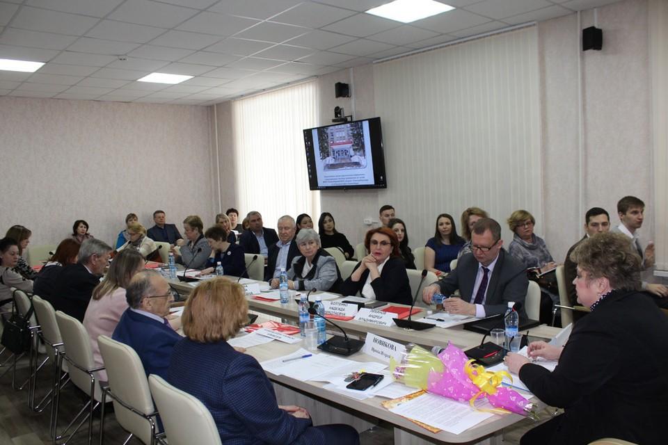 Очередной круглый стол с участием Общественной палаты по вопросу здоровья школьников.