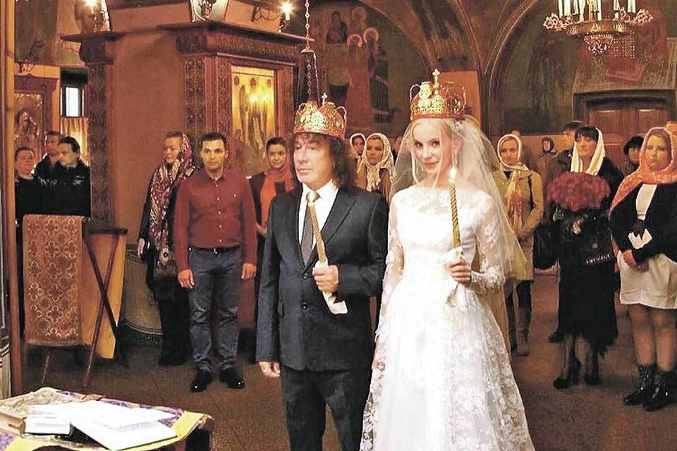 Владимир Кузьмин с женой Катей. Катя уверяет, что венчание прошло недавно, но, по словам брата рокера, снимку не менее 5 лет. Фото: Личный архив.