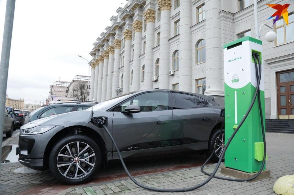 В Беларуси на 350 электромобилей построили 251 зарядную станцию. Зачем нам столько?