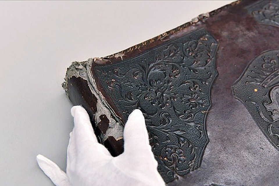 """Один из чудовищных """"сувениров"""", которые нацисты изготавливали из кожи погибших узников концлагерей"""