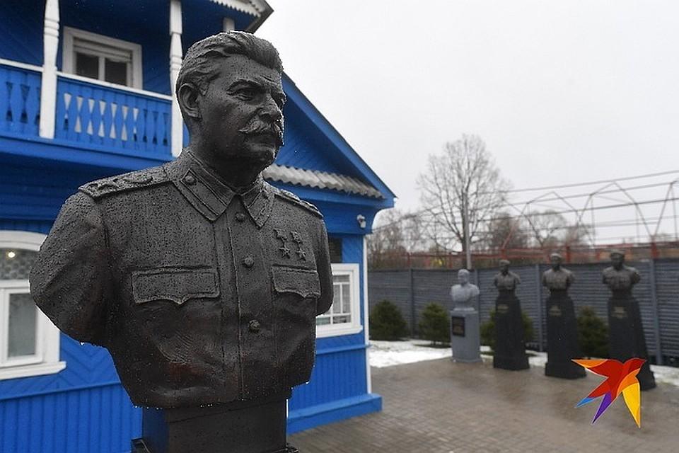 москве слушать поставьте деревне на в онлайн памятник площади красной