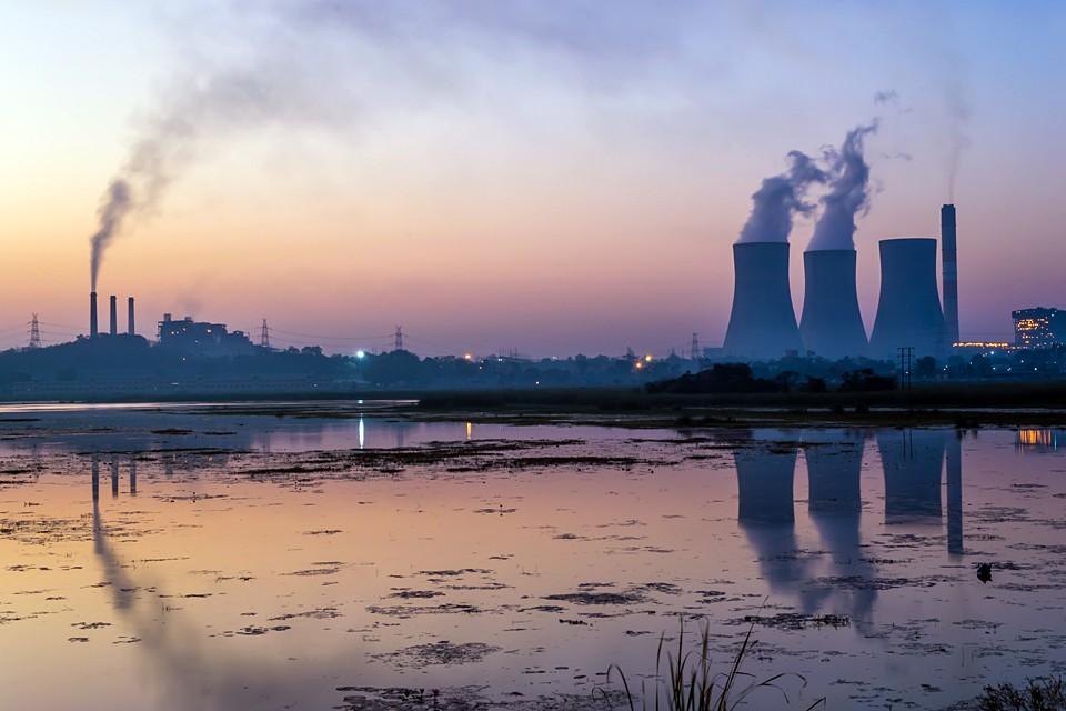 Индия с населением более 1 млрд человек закупает за рубежом более 80% своих энергоресурсов
