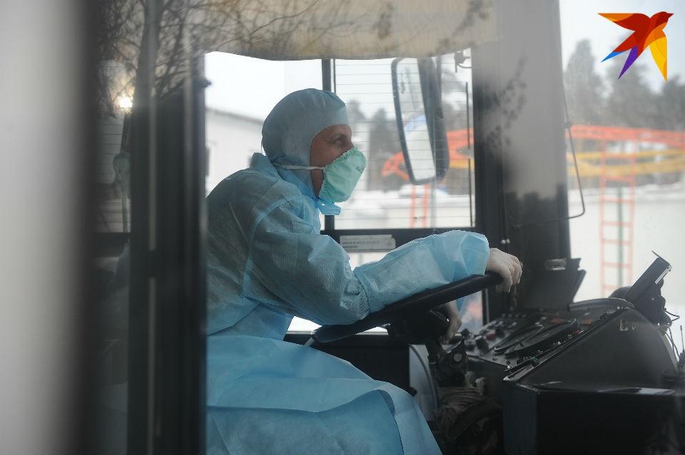 49 человек, включая водителей, поместили в санитарную зону КПП.