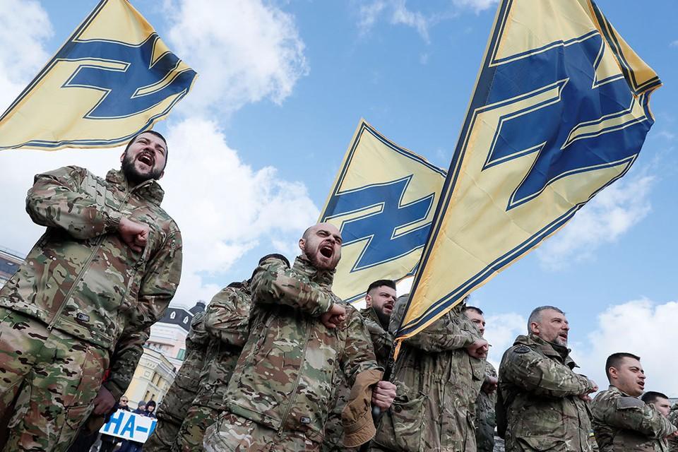Украинские националисты промаршировали по Киеву в День добровольца.