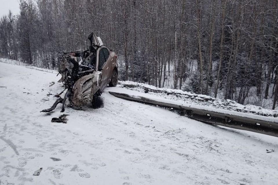 Машина выскочила на встречку, но водитель не справился с управлением. Фото: пресс-служба ГИБДД по Свердловской области.