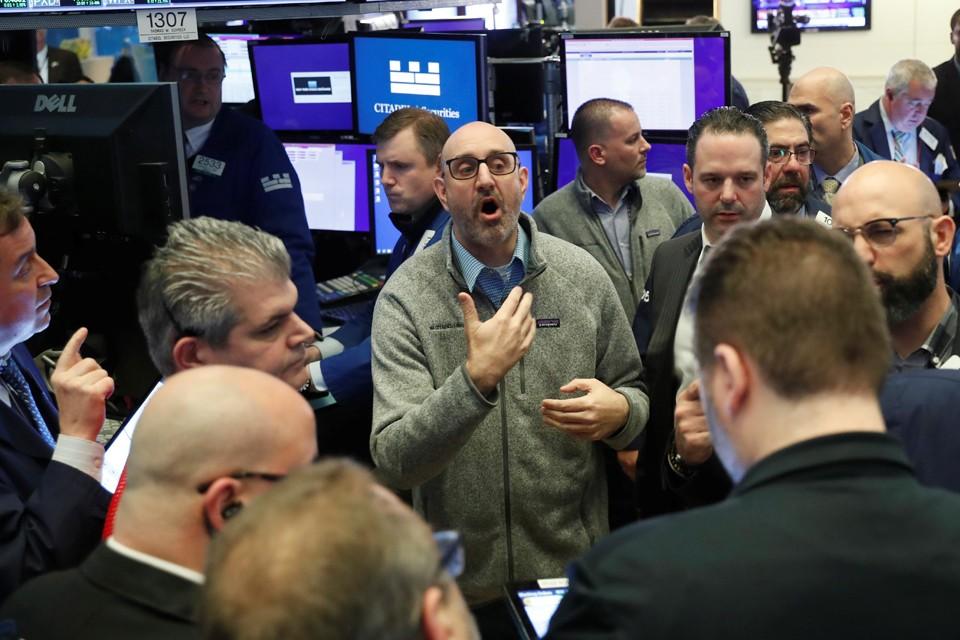 В понедельник биржи в США и Европе закрылись в огромном минусе – от 6 до 10%